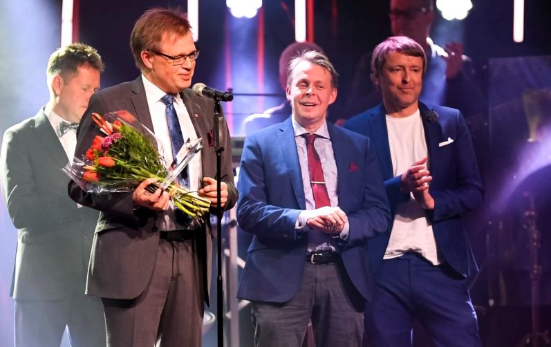 Foto på Per-Ola Mattsson (S), kommunstyrelsens ordförande, Mats Dahlbom (C), Teknik- och Fritidsnämndens ordförande och kommunens fritidsansvarige, Thomas Nilsson.