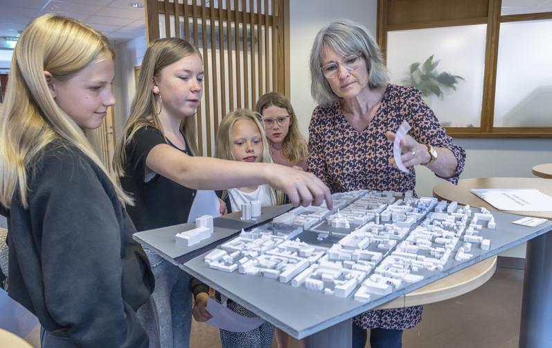 Elever och lärare diskuterar otrygga platser i Karlshamn.