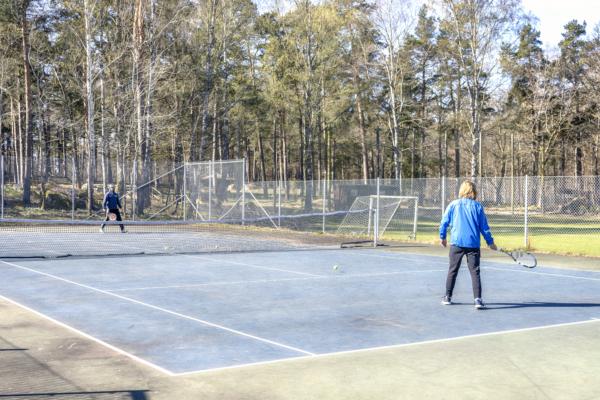 Tennisbanan på Asarums idrottsplats