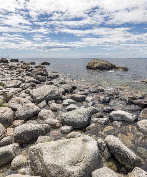 Stenar på stranden i Tärnö