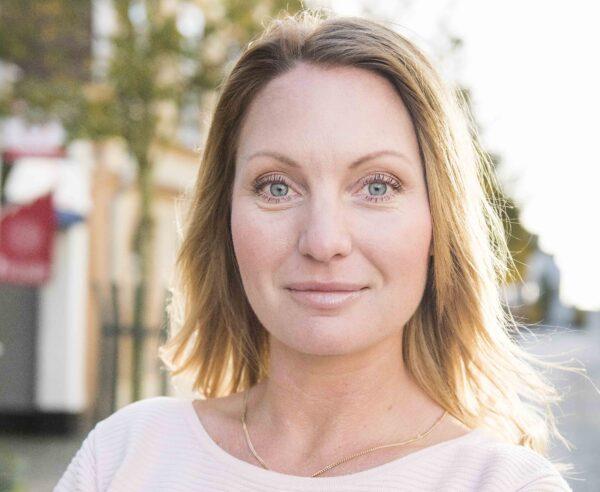 Porträttfoto på Jenny Andersson