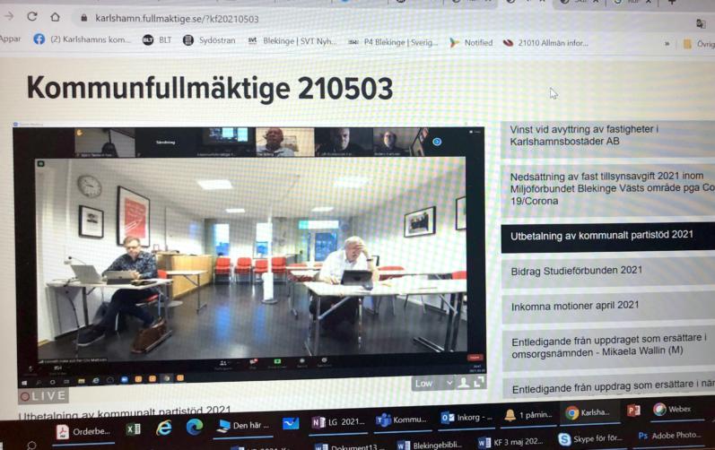 Skärmbild på två av ledamöterna som deltog under kommunfullmäktiges webbsändning 3 maj.