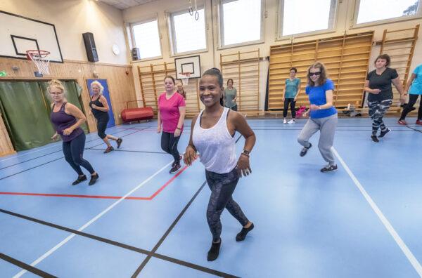 Dansare i Sternöskolans gymnastiksal.