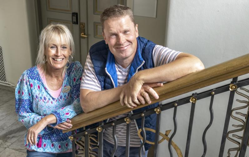Medarbetare från Personalklubben Susanne Håkansson och Lasse Heimlander.