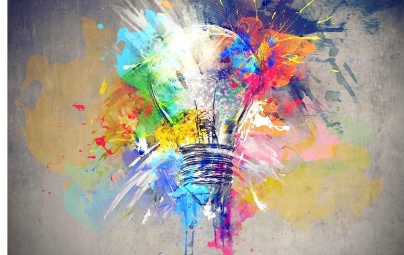 Foto på en tavla som föreställer en glödlampa i olika färger