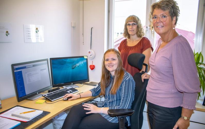 Lönekonsulterna Julia Bäckström och Cecilia Thomasson. Lönechefen Annika Risberg.