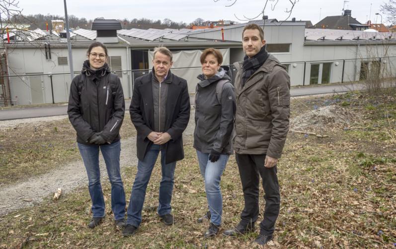 Foto på Fr. v: Charlott Lorentzen, (Mp), Mats Dahlbom, ( C), ordförande i teknik- och fritidsnämnden, Katrine Svensson, miljöingenjör och projektledare, Karlshamns kommun, och Rickard Holmström, elingenjör, Karlshamn Energi.