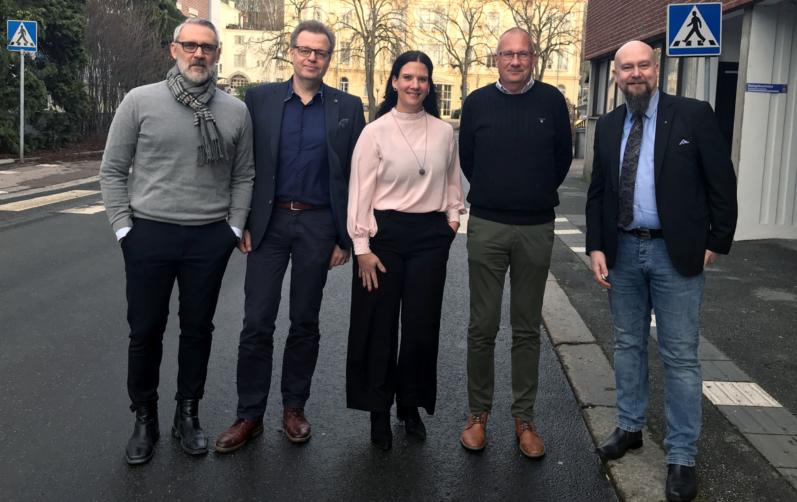 På foto syns Mathias Wijk, näringslivschef, Per-Ola Mattsson (S), kommunalråd, Nina Andersson, Svenskt Näringsliv, Daniel Wäppling, kommundirektör och Magnus Gärdebring (M), oppositionsråd.