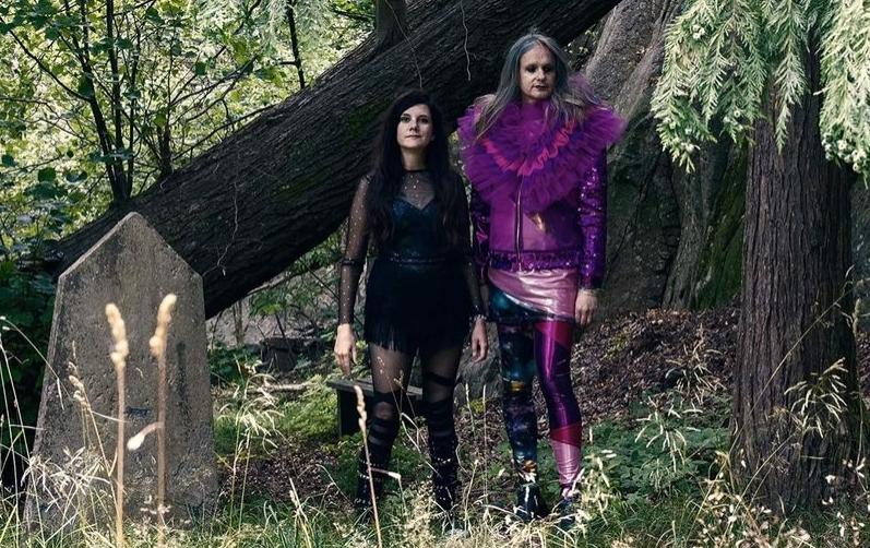 Foto på bandet Syndromet i en skogskyrkogård