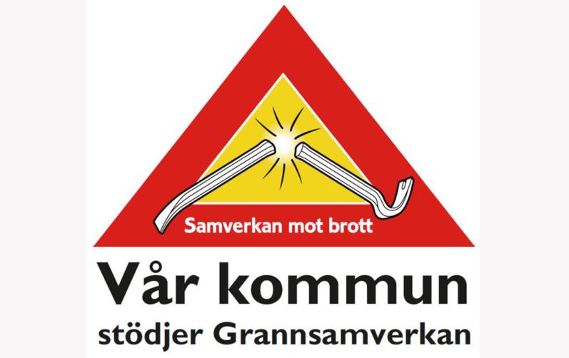 Foto på en röd gul triangel med en kofot som bryts. Texten Vår kommun stödjer grannsamverkan.